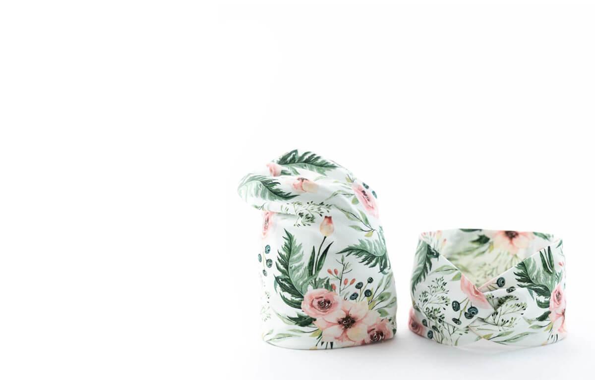 Dětská čepička spřevisem aširoká dámská čelenka srůžovými květy